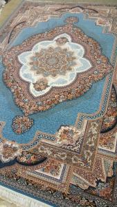 فرش ماشینی ٧٠٠ شانه تراکم ٢٥٥٠ ٤*٣ باغ معلق آبی شکوفه