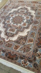 فرش ماشینی ٧٠٠ شانه تراکم ٢٥٥٠ ٤*٣ طرح حوض نقره کرم شکوفه